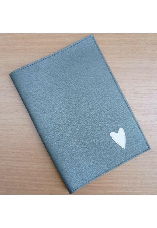 ESKA Egészségügyi kiskönyv borító - Szürke szív (12 x 17 cm)