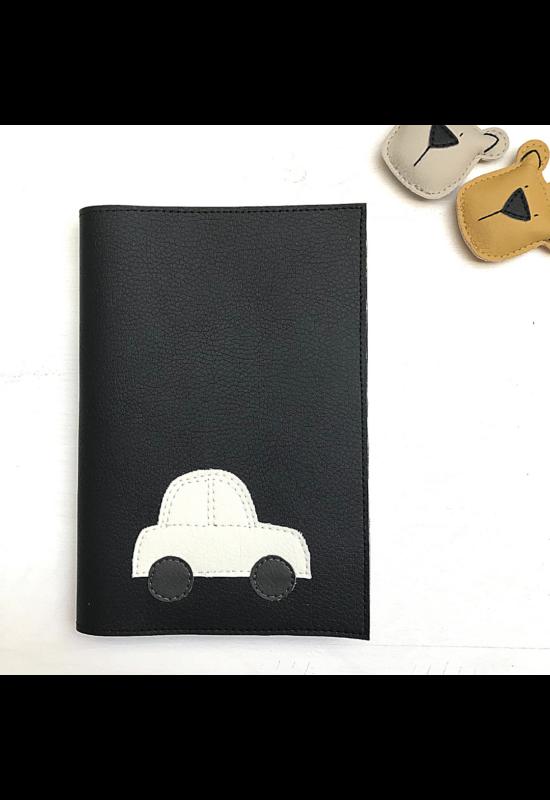 ESKA Egészségügyi kiskönyv borító - Fekete/törtfehér kisautó (12.5 x 17.5 cm)